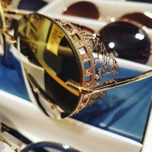 Les solaires Chopard sont de véritables bijoux ! #bodartopticiens #fashion #luxeeyewear #chopard #derigo Chopard…