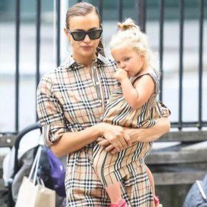 Irina Shayk and daughter Lea with matching Burberry and Ray-Ban Wayfarer #rayban #wayfarer #irinashayk…