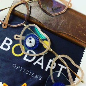 Des lunettes en forme de cœur pour une cliente pleine d'originalité…et d'humour! #chloé #ce2151…